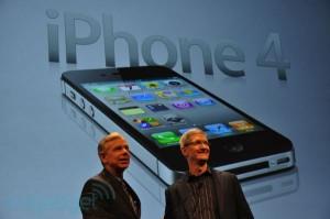 Tim Cook og Lowell Macadam præsenterer den nye CDMA-baserede iPhone 4